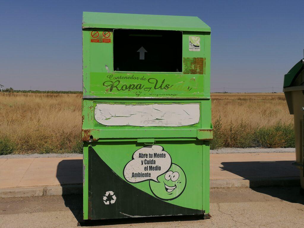 contenedor ropa usada